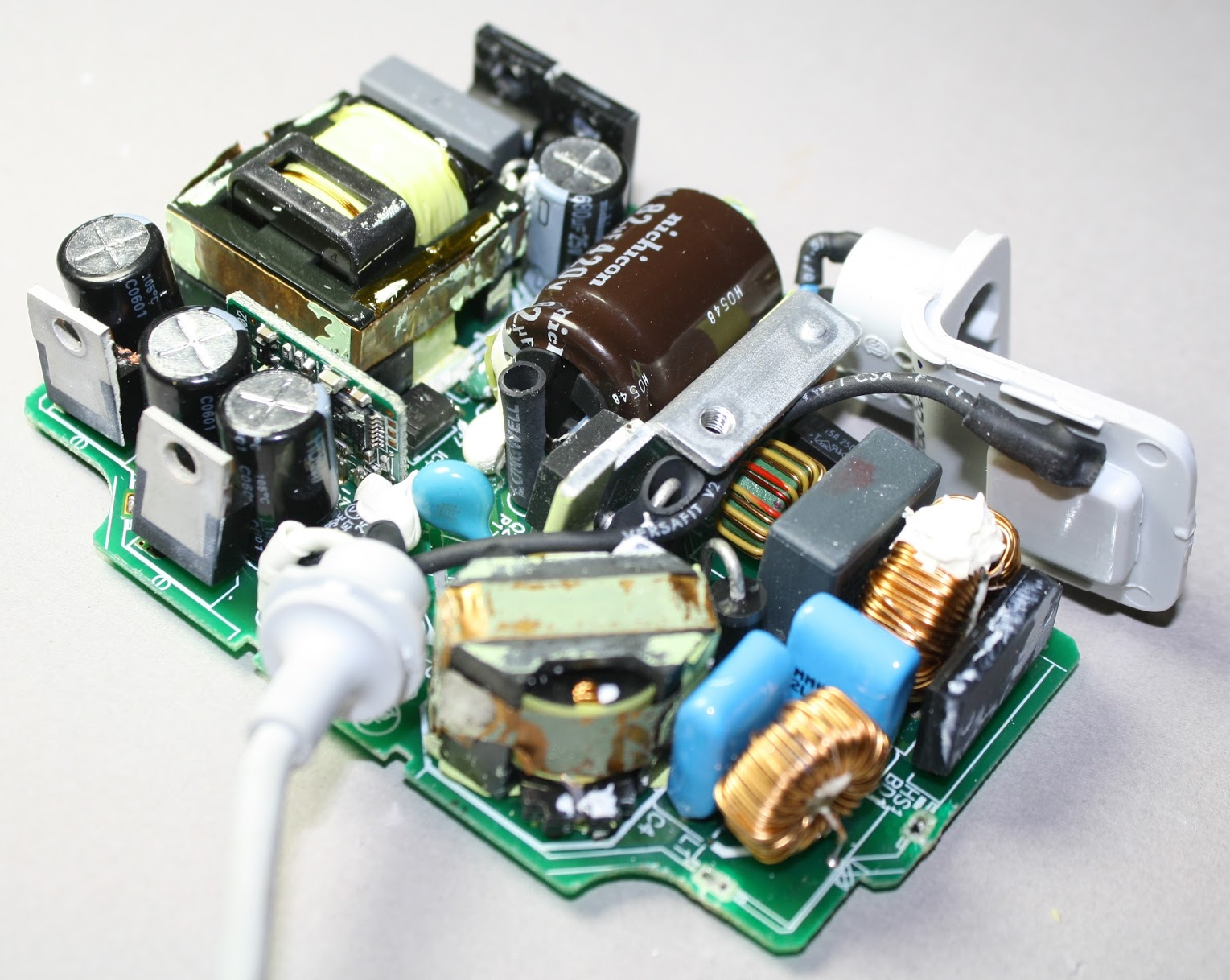 The fascinating MacBook charger teardown
